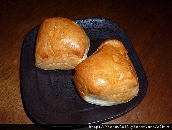 樹下16-麵包.JPG