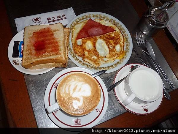 蜂大11-早餐全体.JPG