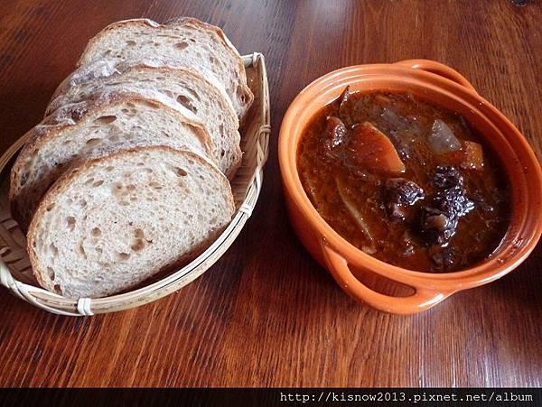 百六砌14-麵包與燉牛肉.JPG