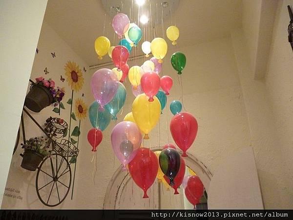 亞米22-天花板汽球燈飾.JPG