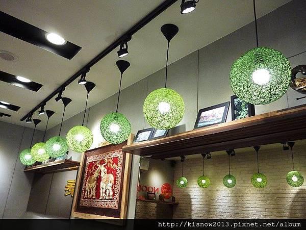 泰潮12-天花板燈飾.JPG