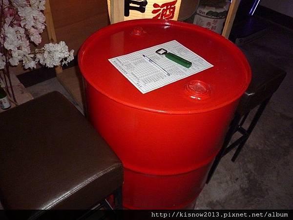 老串燒10-汽油桶座位.JPG