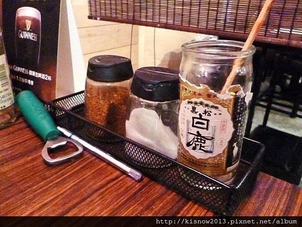老串燒10-桌上醬料.JPG