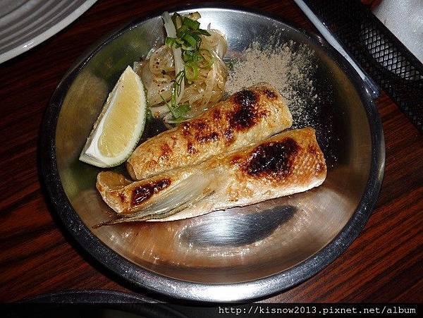 老串燒40-鹽烤鮭魚肚.JPG