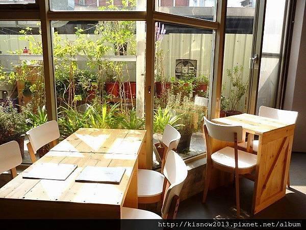 茶咖控9-室內與窗外.JPG