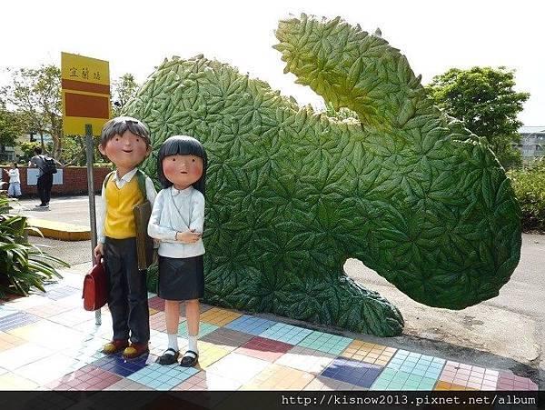 幾米廣場12-等車的男孩和女孩.JPG