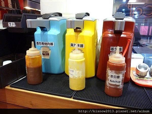 漢堡9-醬料枱.JPG