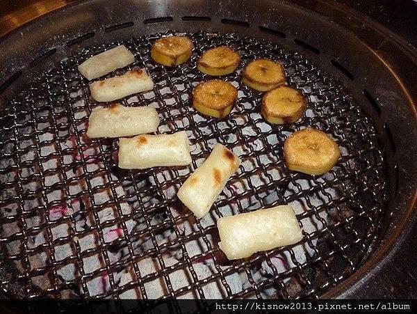 燒肉眾20-烤香蕉和年糕.JPG
