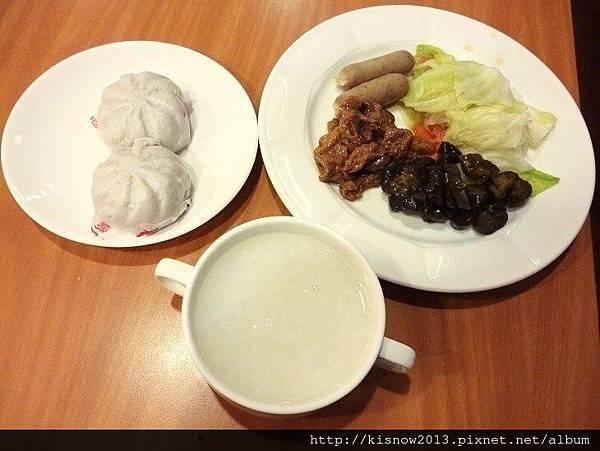桔子39-清粥小菜和包子.JPG