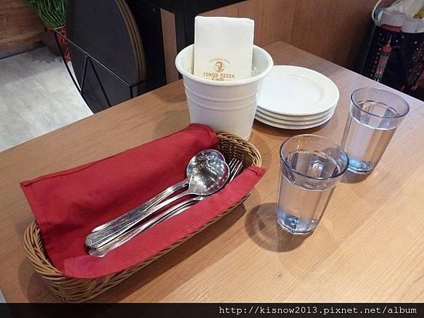 堤諾13-桌上餐具.JPG