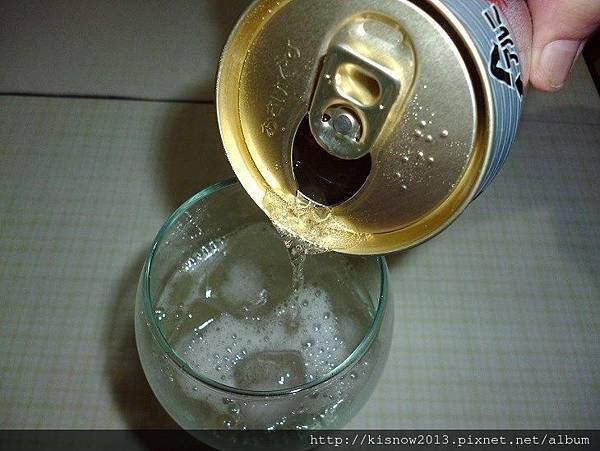 金賓10-倒酒.JPG