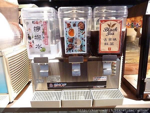 超猛的7-飲料吧台.JPG