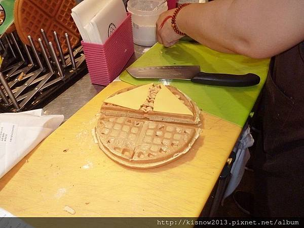 鬆餅7-抹上醬料.JPG