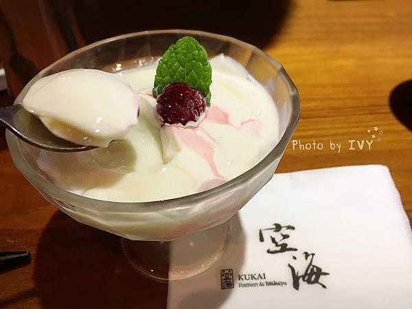 台中空海拉麵 杏仁豆腐