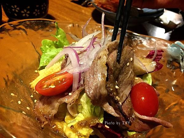 桀壽司 炙燒牛小排沙拉
