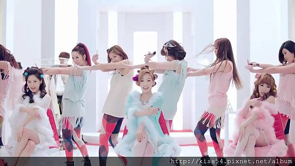 [DLKOO.com]TTS (TaeTiSeo) - Twinkle (HD 1080p).mp4_000106397