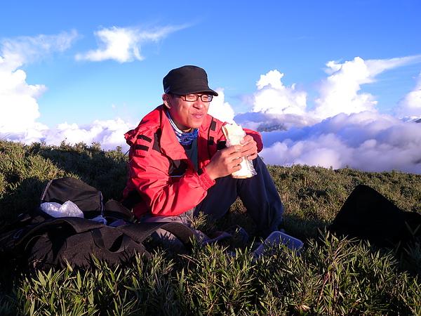 在山上野餐.JPG