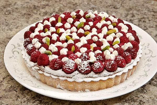 raspberry almond pie dec 17 2005.jpg