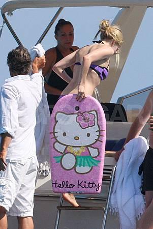 Avril-Lavigne-Hello-Kitty-body-board