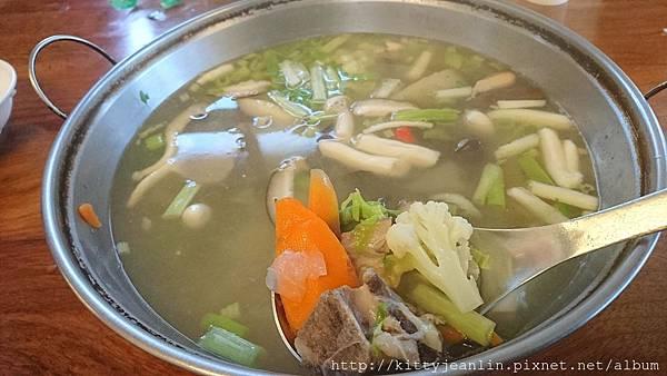 稻香園-蔬菜排骨湯