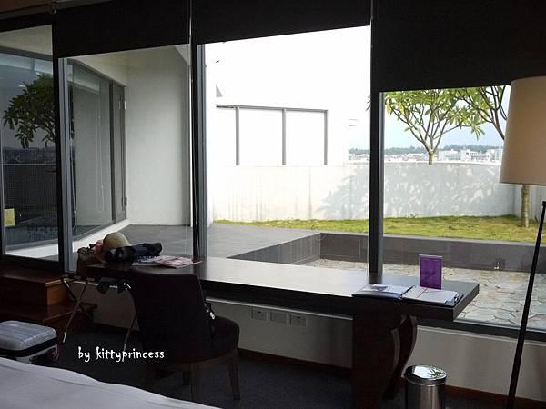 書桌與露台2