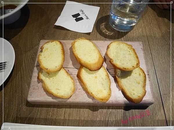 15.蒜香奶酥麵包