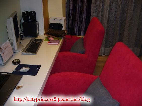 特別訂製的書桌沙發.JPG