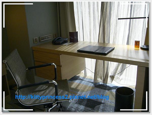 9.書桌椅.JPG