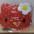 kitty ART展限定商品:草莓頭抱枕靠墊