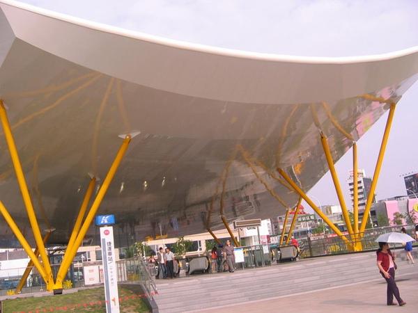 世界最大的遮雨棚??