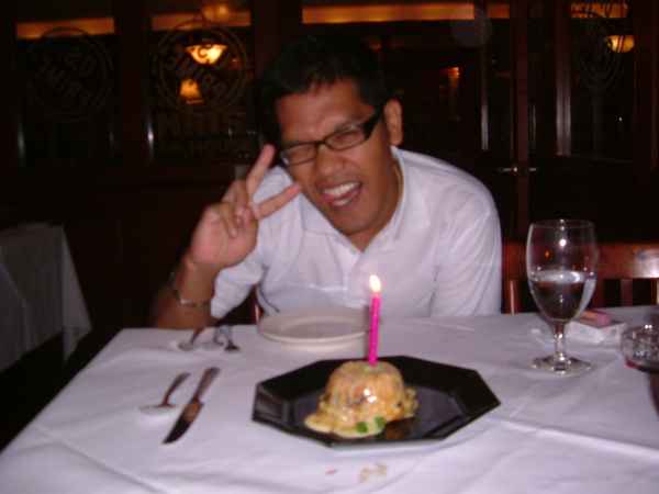 特別送的生日蛋糕~裝什麼可愛啊