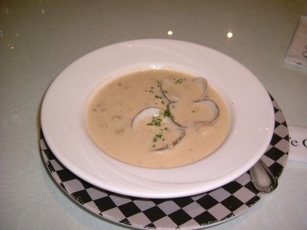 愛喝湯的我點了蛤蜊法士達湯..是嗎??忘了
