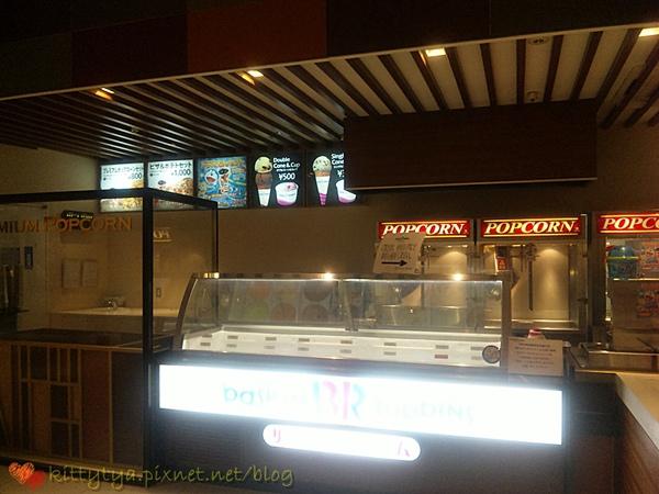 冰淇淋....連電影院也要賣,黑嘛嘛要怎麼吃啊~