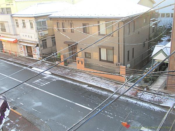 很早起床~趕快打開窗戶看看雪還在不在