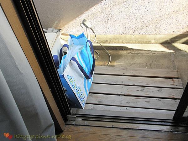 小型不可攜帶式活動冰箱 ^^