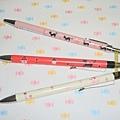 $250 日本 可愛筆身 原子筆 (粉底黑貓) 自動鉛筆(紅底黑貓 / 白底粉紅貴賓狗)