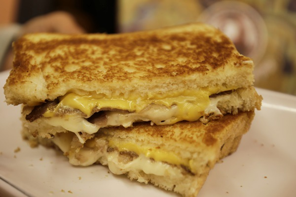 台南熱樂煎爆漿乳酪三明治6326