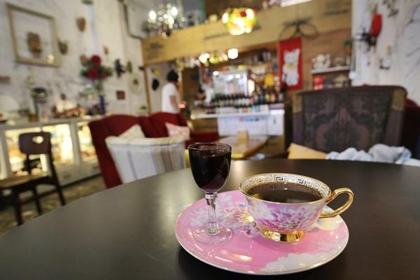 彰化永樂街穩定飛行咖啡Cafe骨董店單品咖啡5559