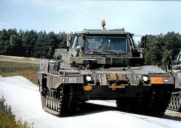 Leopard-2-Trainer (MJU)-07.jpg