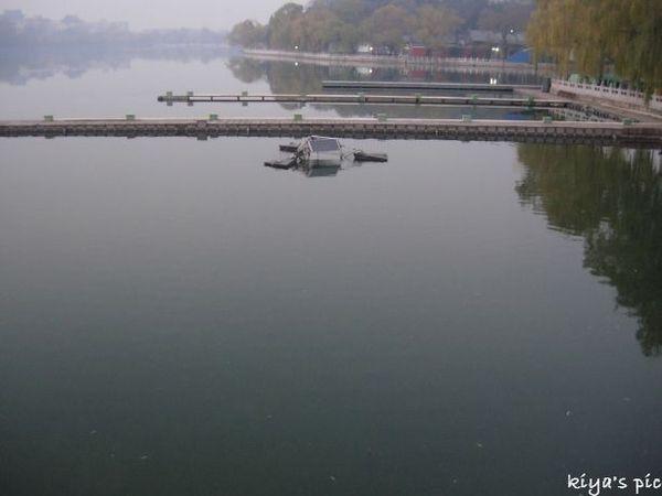 07.11.28-the lake in Beihai Park