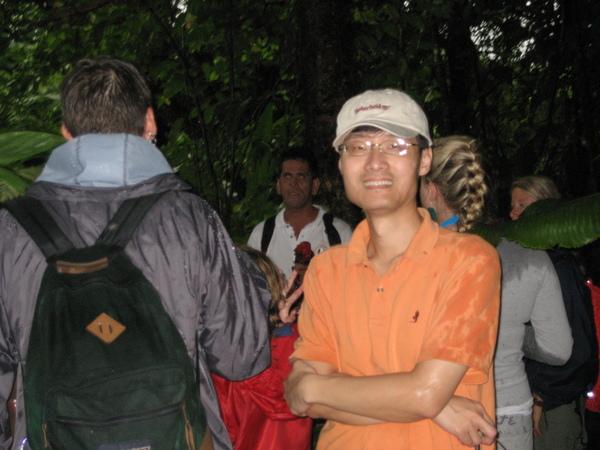 威廉正講解阿蓮那火山的故事