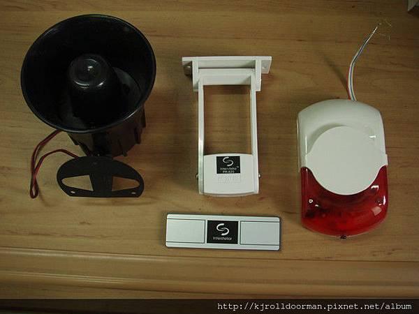 由左而由依序:蜂鳴器、磁簧、警報器