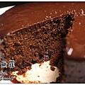 68%法芙娜醇濃巧克力蛋糕 with 鹽之花 切面