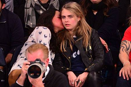 cara-delevingne-michelle-rodriguez-dating-28779-750x499.jpg