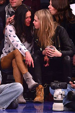 cara-delevingne-michelle-rodriguez-dating-47232-750x1120.jpg