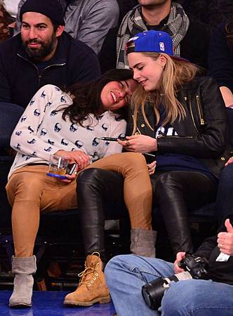 cara-delevingne-michelle-rodriguez-dating-60040-750x1017.jpg