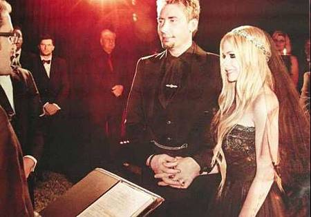 avril-lavigne-black-wedding-dress-44663.jpeg
