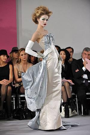 Lindsay+Ellingson+Paris+Fashion+Week+Haute+42EtZf_zkNhl.jpg
