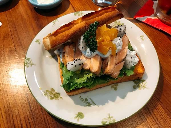 菱角室_嫩煎生食級鮭魚