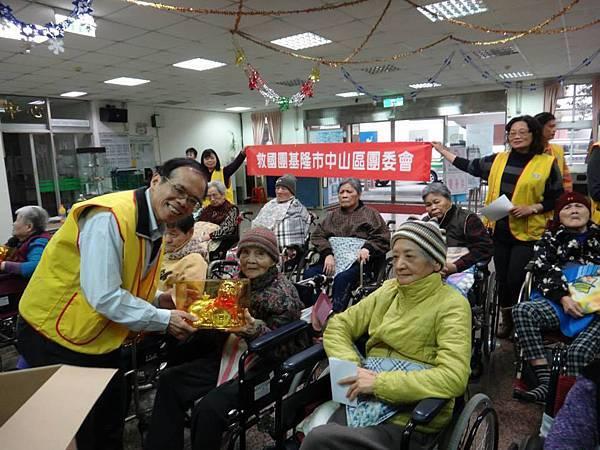 1031214中山區團委會-市立醫院關懷長者活動 (5).jpg